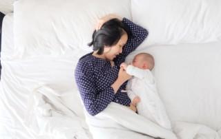 Sehnen Sie sich nach einer gewissen Vorhersehbarkeit, wenn es um den Tag Ihres Babys geht? Diese 4 praktischen Tipps helfen Ihnen, Ihr Baby in einen Tagesrhythmus zu bringen.