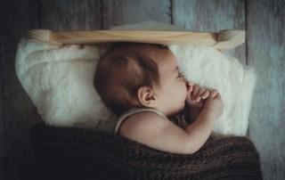 Du hast dich für Schlaftraining entschieden, aber bist dir nicht sicher, wie du das überleben wirst? Keine Sorge! Nachdem ich mit über 300 Familien gearbeitet habe, habe ich meine Geheimnisse für ein erfolgreiches Schlaftraining, die ich gerne mit Ihnen teilen würde.